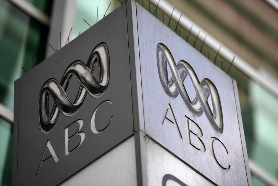 Obwohl die australischen Medien weitgehend unabhängig berichten können, setzen strenge Verleumdungsgesetze, Gerichtsanordnungen zur Geheimhaltung oder staatliche Sicherheitsregeln der Berichterstattung Grenzen.