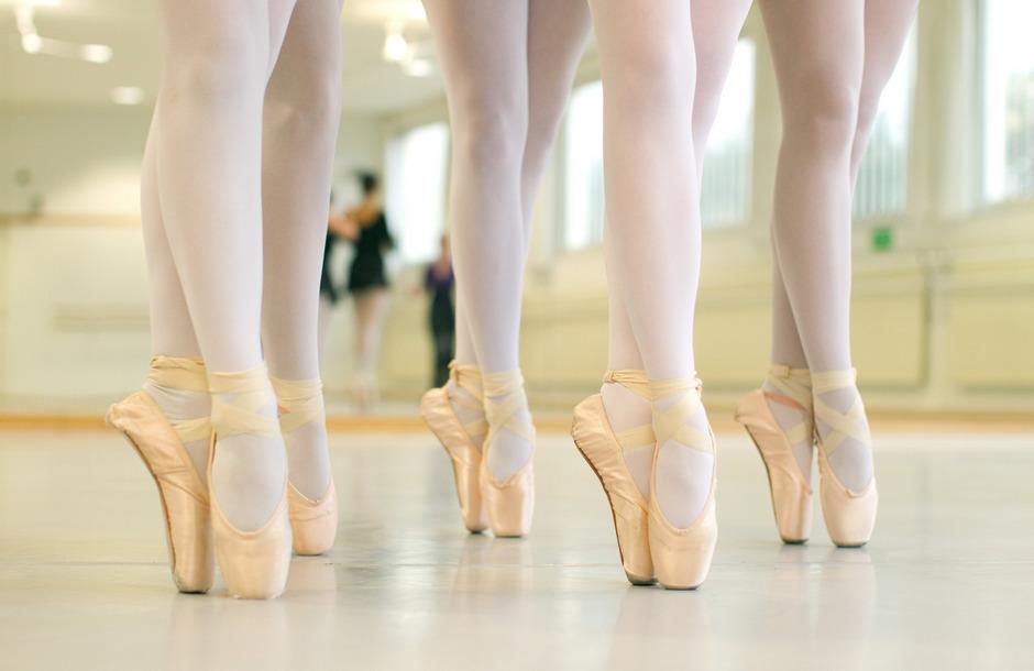 Ballettschülerinnen bei Tanzübungen. (Symbolbild)