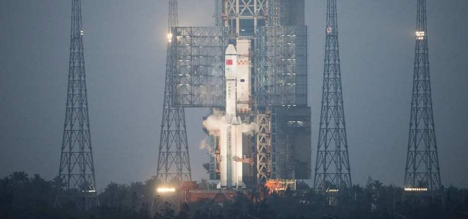 """Der Raumfrachter """"Tianzhou 1"""" kurz vor seinem Start ins All (Symbolfoto)."""