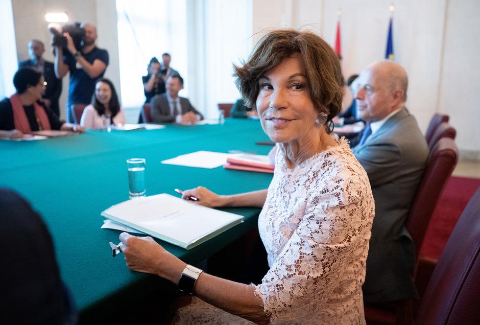 """Die erste Kanzlerin Österreichs, Brigitte Bierlein, bei der ersten Sitzung ihrer Regierung: """"Die Stimmung war ausgezeichnet."""""""