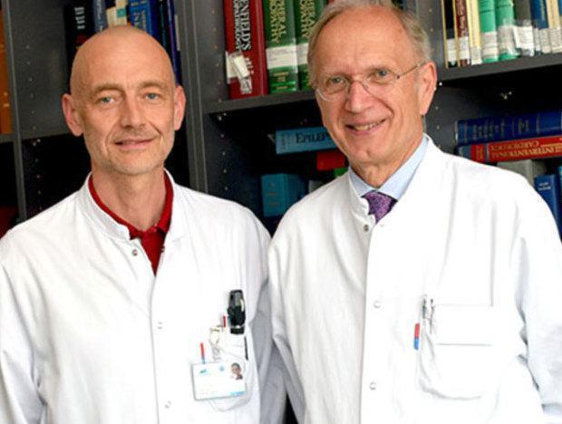 Univ.-Prof. Klaus Seppi , Leiter der Parkinson und Huntington Ambulanz an der Universitätsklinik für Neurologie (li.) und Univ. Prof. Werner Poewe, Direktor der Neurologie der Klinik Innsbruck.