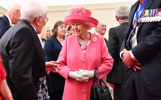 Queen Elisabeth bei einem Treffen mit Veteranen.