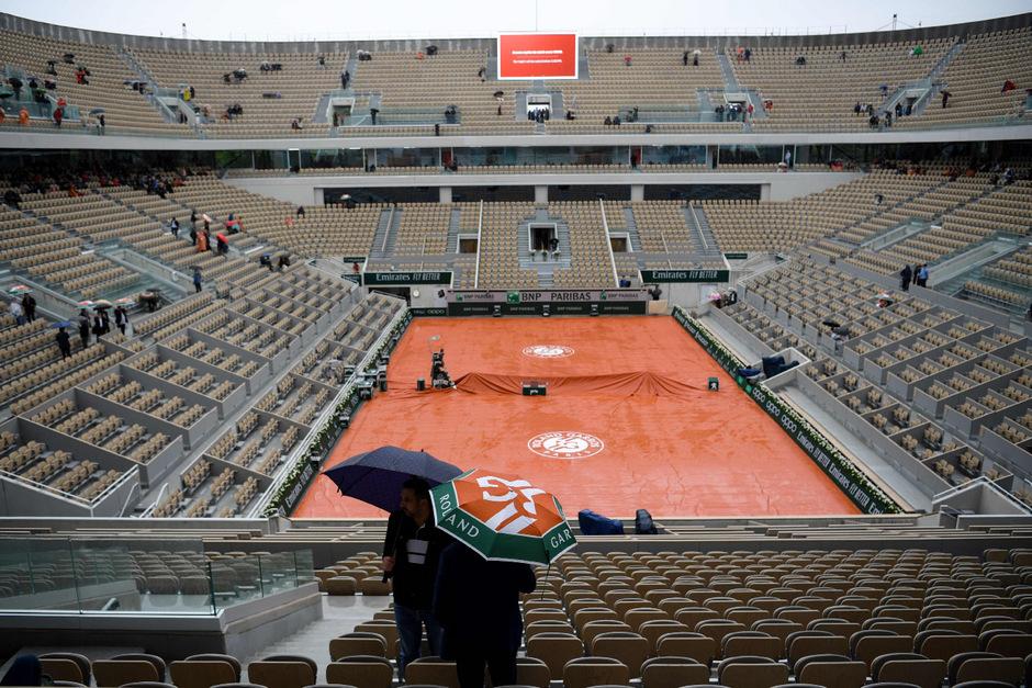 Die Tennisfans in Paris mussten unverrichteter Dinge wieder abziehen.