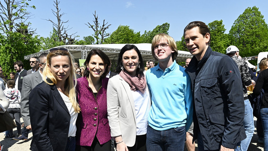 "BM Juliane Bogner-Strauss, Saatsekretärin Karoline Edstadler, BM Elisabeth Köstinger, BK Sebastian Kurz anl. des Familienfest am 1. Mai: ""Familienzeit. Gartenzeit""."
