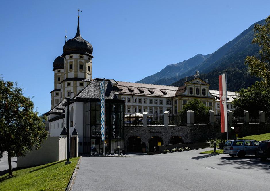 """Das Stift Stams ist am 19. und 21. Juni einer der Schauplätze der einzigartigen musiktheatralischen Aktion """"Die sieben Leben des Maximilian""""."""