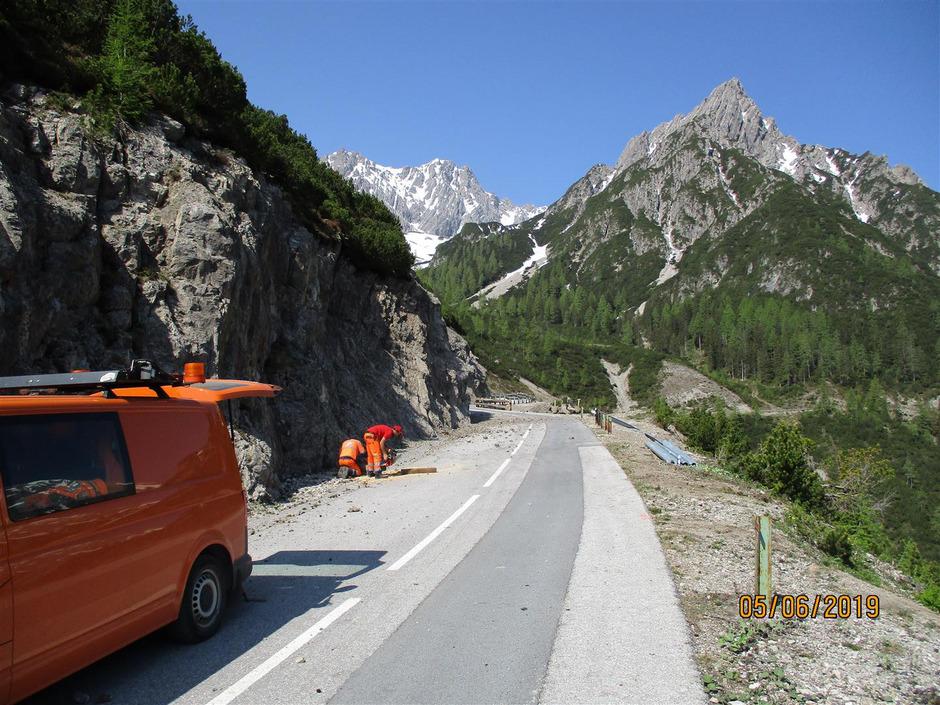 Derzeit stehen am Hahntennjoch noch die Arbeiten an den Straßensicherungen an.