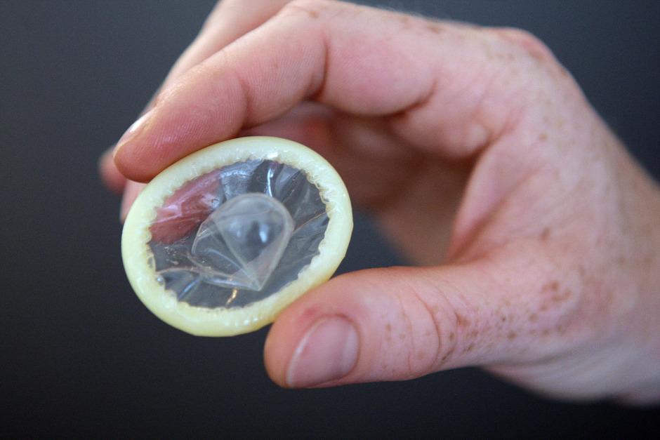 Kondome schützen vor sexuell übertragbaren Krankheiten.