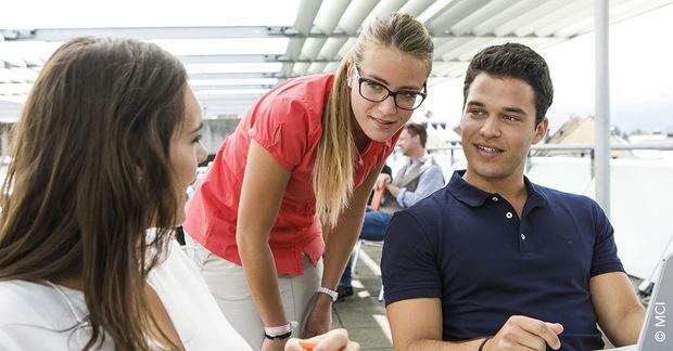 """""""International Business & Law"""" bereitet die Studierenden für anspruchsvolle Aufgaben in Industrie, Handel, Steuer- und Unternehmensberatung, Wirtschaftsprüfung, E-Commerce, Start-ups u.v.m. vor."""