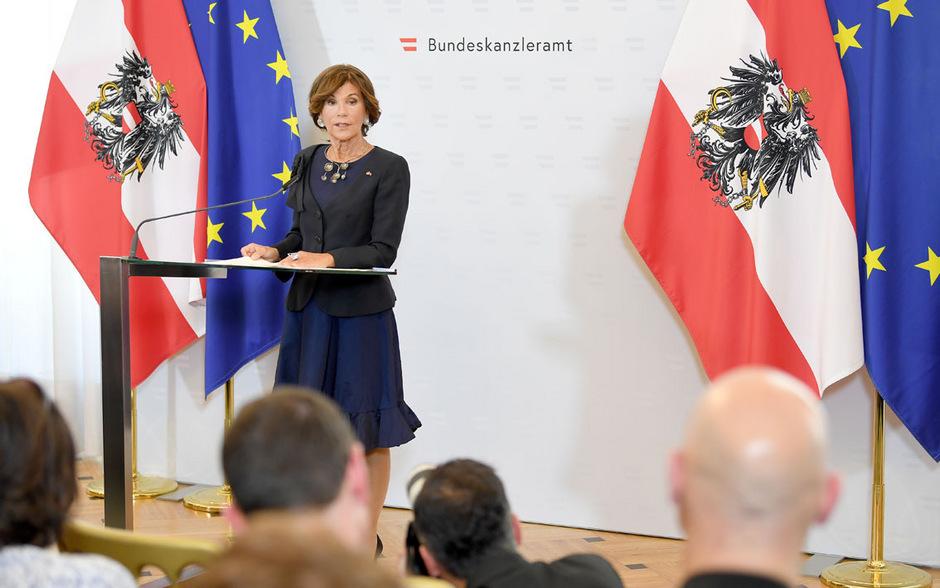"""Die """"Grundregeln"""" für den Umgang mit Journalisten bringen Kanzlerin Brigitte Bierlein Kritik ein."""