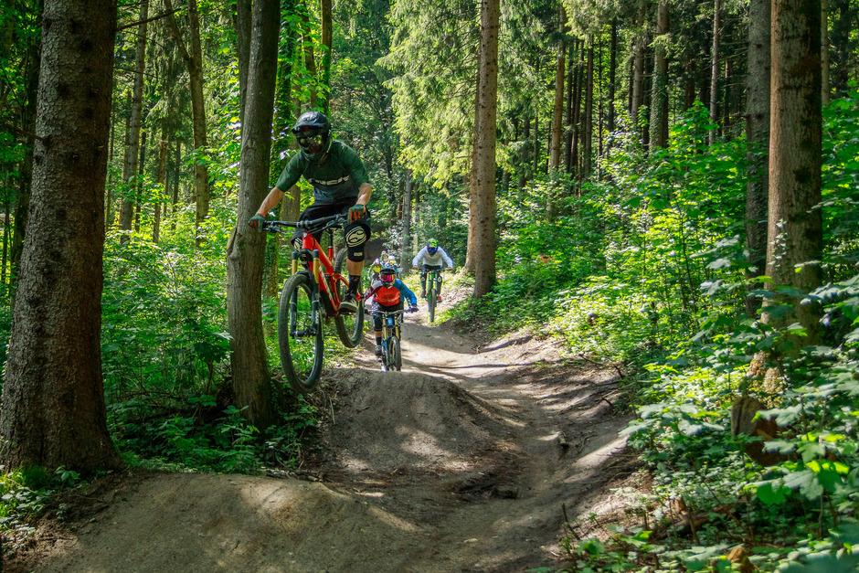 Downhill-Fahrer dürfen ihre Bikes ab Mitte Juni auch wieder mit der Hungerburgbahn transportieren.