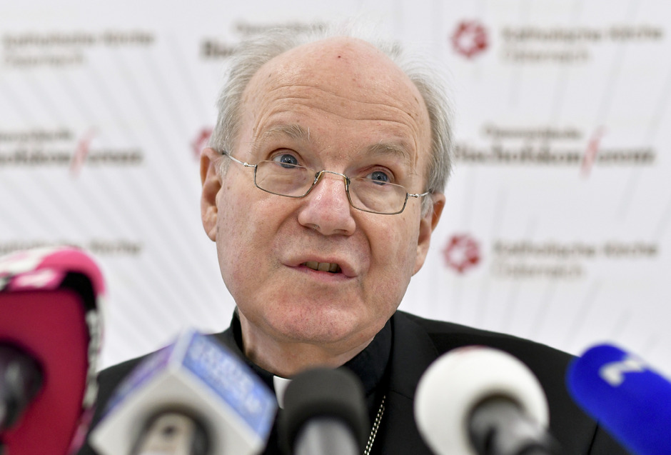 Kardinal Christoph Schönborn machte in einer Pressekonferenz nach der Vollversammlung der römisch-katholischen Bischofskonferenz seine Krebserkrankung bekannt.