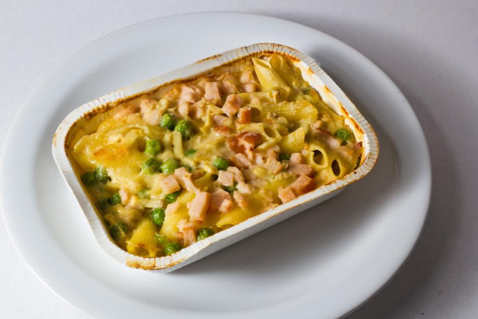 Zack, Fertiggericht in die Mikrowelle oder den Ofen und fertig ist das Abendessen? Selbst zu kochen ist oft nicht viel aufwändiger.