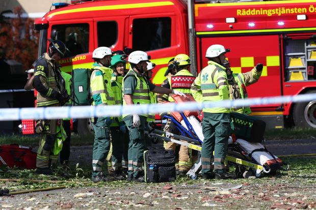 Einsatzkräfte am Ort der Explosion.