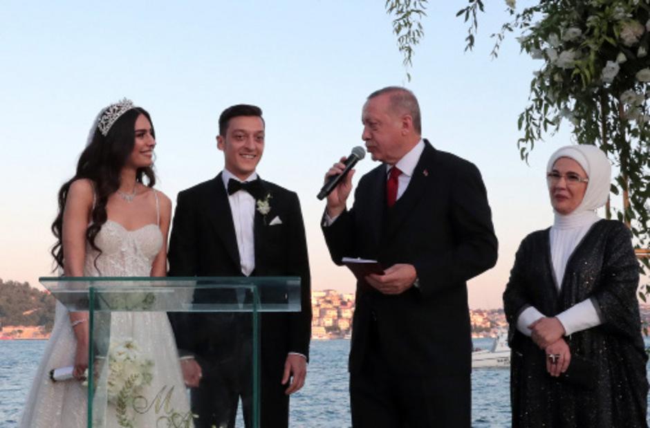 Mesut Özil heiratete Amine Gülse – und der türkische Präsident Erdogan war Trauzeuge. Auch dabei: dessen Frau Emine.