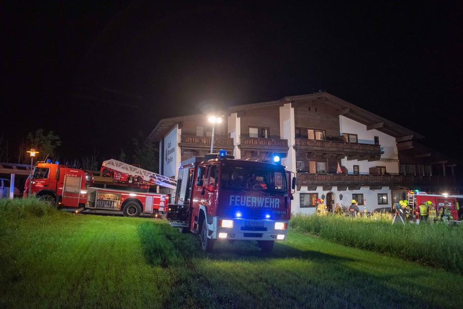 Neben dem Roten Kreuz waren die Feuerwehren Fulpmes und Neustift mit 7 Fahrzeugen und 35 Mann im Einsatz.