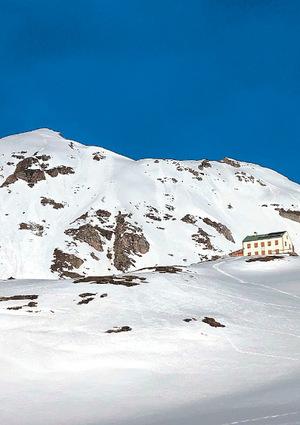 Bis das Padasterjochhaus schneefrei ist, wird es noch dauern. So sah es vor zwei Wochen aus.
