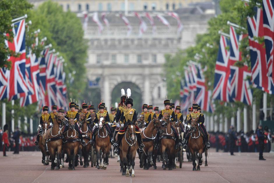 Obwohl Queen Elizabeth schon im April Geburtstag hat, findet die Parade traditionell im Juni statt.