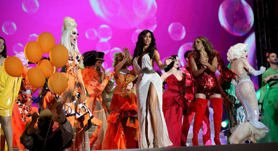 Ein letztes Mal wurde beim Life Ball am Samstag zum Tanz vor und ins Wiener Rathaus gerufen, um Spenden für Aids-Hilfsprojekte zu sammeln.