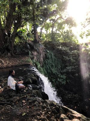 Nicht spektakulär, aber laut. An diesem Wasserfall findet David seine Ruhe.