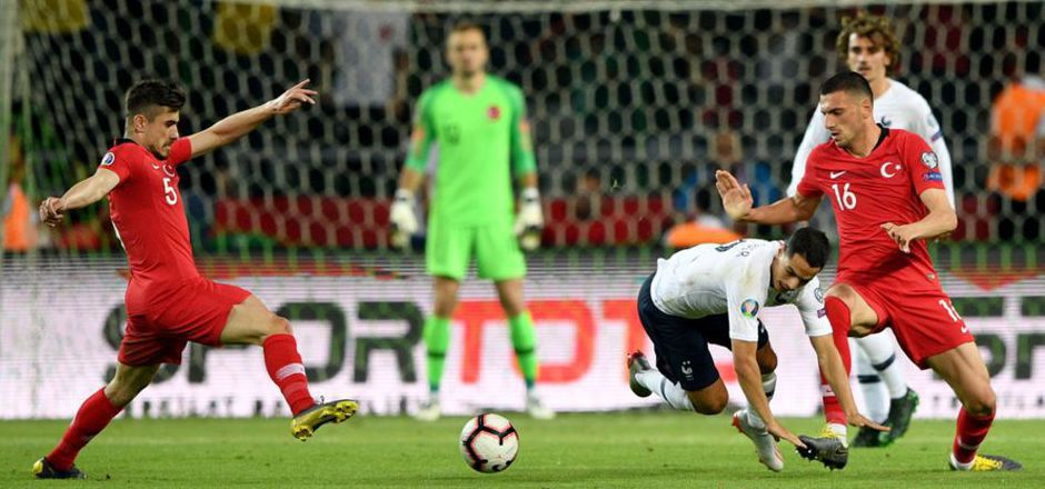 Nach dem Sensationssieg über Frankreich gab es für die türkischen Kicker bei der Einreise in Island Ärger.
