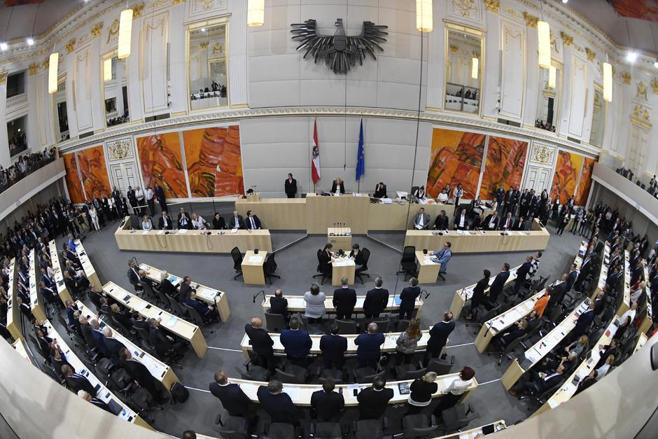 Debüt der neuen Regierenden im Hohen Haus: Morgen stellen sich die Kanzlerin und die Minister den Nationalratsabgeordneten vor.