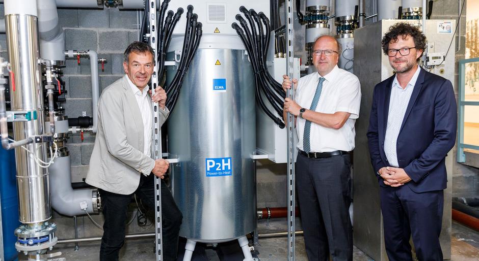 Bürgermeister Georg Willi mit den beiden IKB-Vorständen Helmuth Müller und Thomas Pühringer (re.)