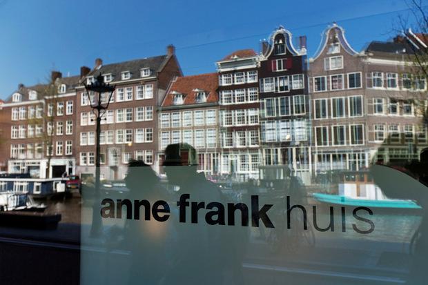 Das Anne Frank Haus in Amsterdam ist mittlerweile Museum und Gedenkstätte und wird von zahlreichen Touristen besucht.