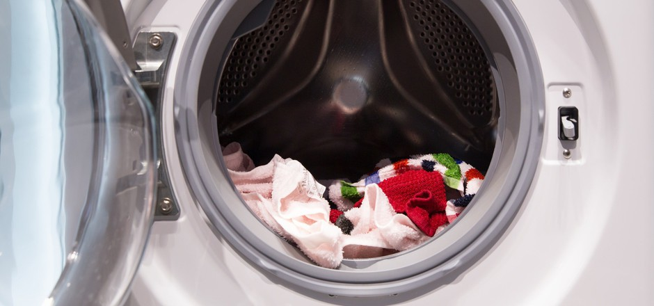 Für etwa ein Drittel des Mikroplastiks, das in unseren Meeren landet, sind Kunstfasern verantwortlich, die bei der Wäsche verloren gehen (Symbolfoto)