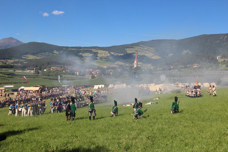 Da geht der Rauch auf: Bereits 2017 wurde in Schabs die 2. Bergisel-Schlacht nachgestellt.