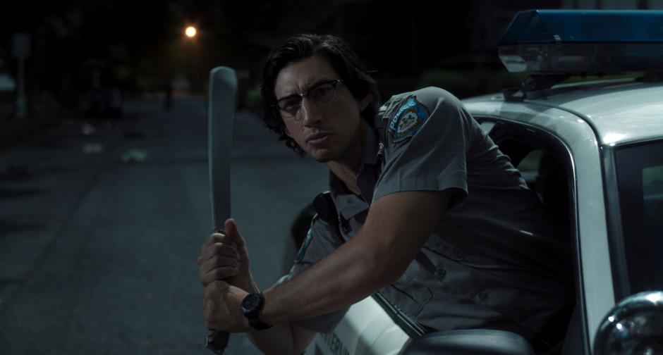 """Letzte Ausfahrt Ironie: Adam Driver als Kleinstadt-Cop in Jim Jarmuschs etwas fußlahmer Zombie-Komödie """"The Dead Don't Die""""."""