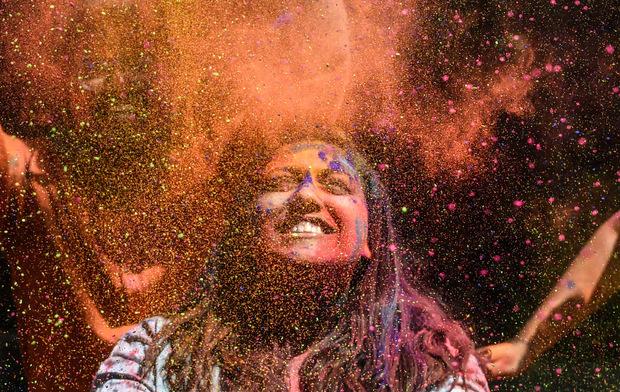 Ursprünglich eine indische Tradition, wird das Holi Festival in Innsbruck traditionell im Hafen gefeiert. (Symbolbild)
