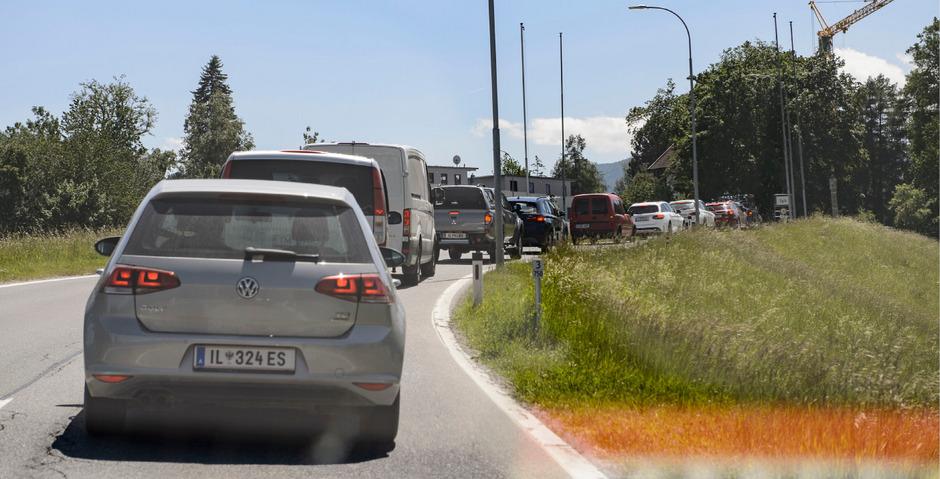 Wegen der Überlastung der  Brennerautobahn A13  zu Pfingsten kam versuchten es viele Autofahrer  über Igls und  Patsch