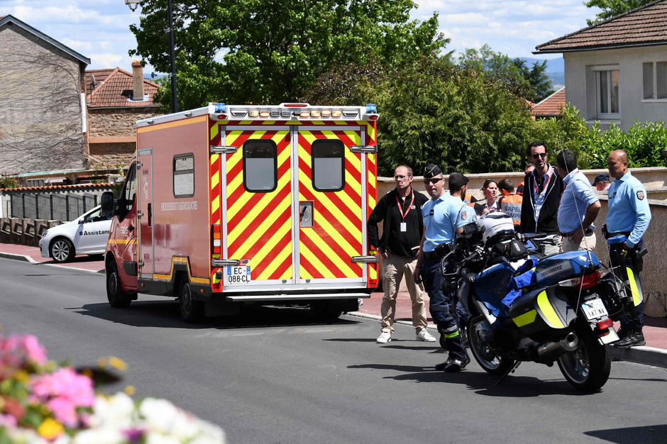 Chris Froome musste mit dem Krankenwagen abtransportiert werden.