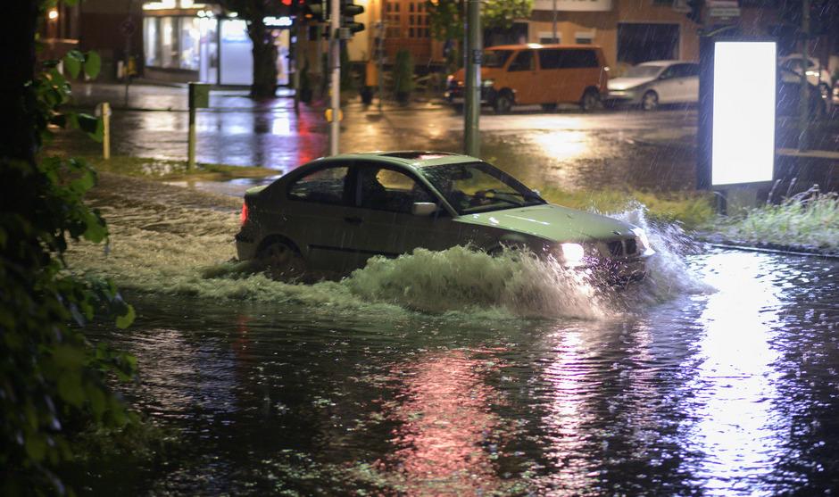 Starker Regen sorgte in einigen Teilen Berlins zu lokalen Überflutungen.