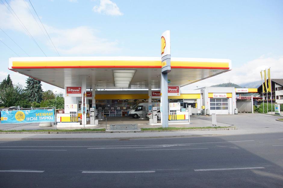 Der Täter kam in den frühen Morgenstunden in die Tankstelle und forderte Geld.