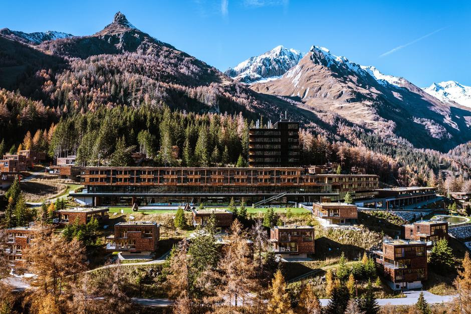 Das Gradonna Mountain Resort in Kals ist ein Vier-Sterne-plus-Haus. Die Schultz Gruppe als Eigentümer will ihren Gästen mit einer neuen Kapelle auch die Möglichkeit einer Trauung oder Taufe anbieten.