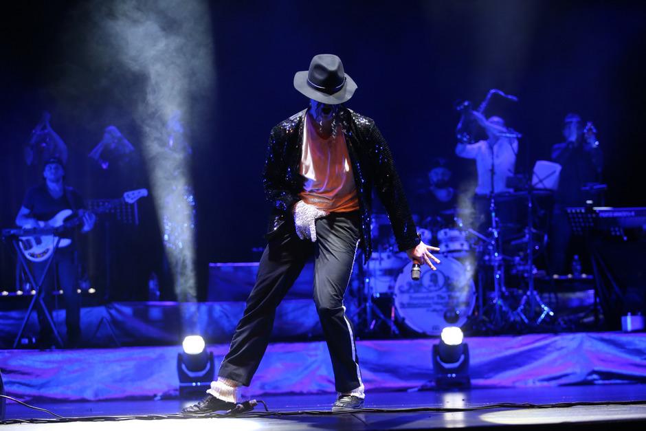 """Mit Sascha Pazdera mimt einer der überzeugendsten Michael-Jackson-Tributekünstler den """"King of Pop""""."""