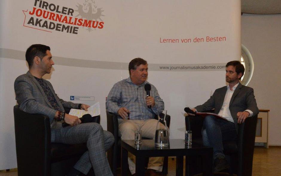 Aufdeckerjournalist David Barstow (Mitte) mit dem Geschäftsführer des Österreichischen Presserates Alexander Warzilek (l.) und TT-Redakteur Matthias Sauermann.