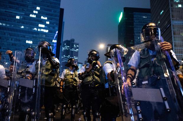 Die Polizei ging mit Tränengas, Gummigeschoßen und Pfefferspray gegen Demonstranten vor.