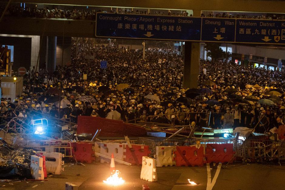 Am Mittwoch gingen Zehntausende Menschen in Hongkong auf die Straße, um gegen ein umstrittenes Auslieferungsgesetz zu demonstrieren.