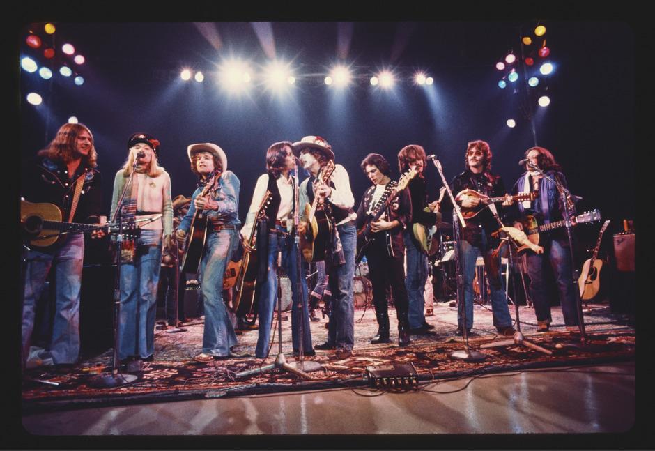 """Ein Wanderzirkus hat eigene Wahrheiten: 1975 brachte Bob Dylan mit illustren Begleitern die """"Rolling Thunder Revue"""" auf die Bühne."""