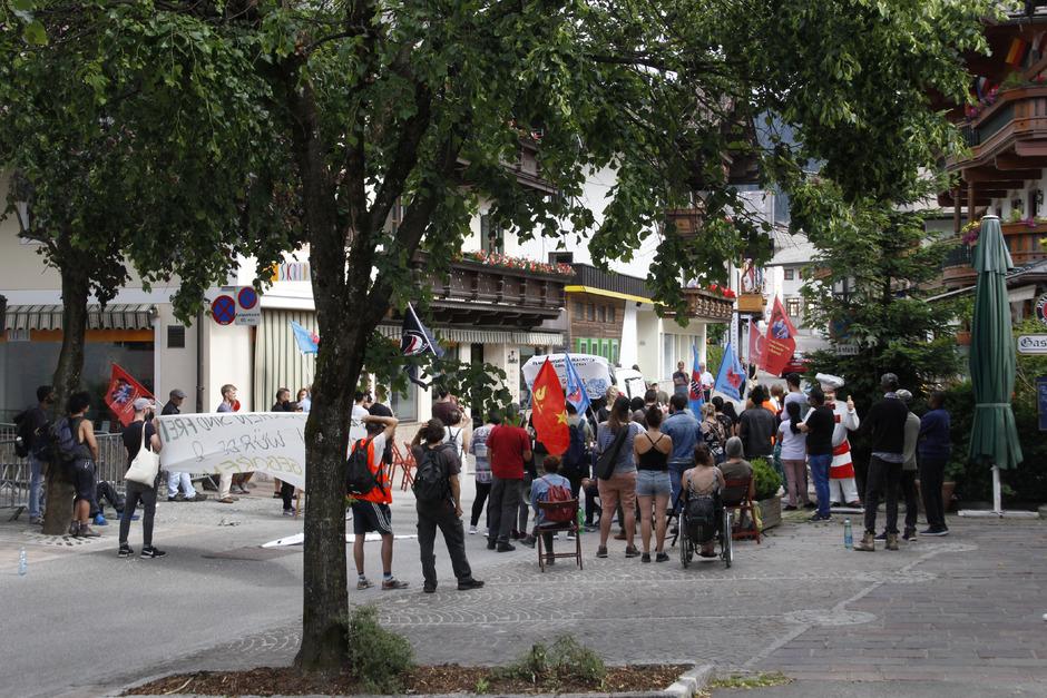 In Fieberbrunn fand gestern eine Kundgebung für die Menschen am Bürglkopf statt.