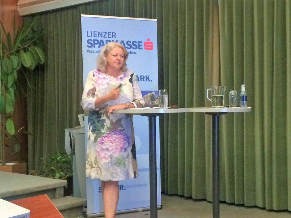 Gerlinde Pöchhacker-Tröscher vom Consulting-Büro, das die Studie erstellte, kam nach Lienz.