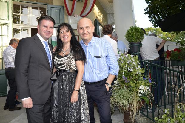 VÖZ-Geschäftsführer Gerald Grünberger mit Carmen Petz und der Wiener Unternehmer Ali Rahimi (v.l.) unterhielten sich blendend.