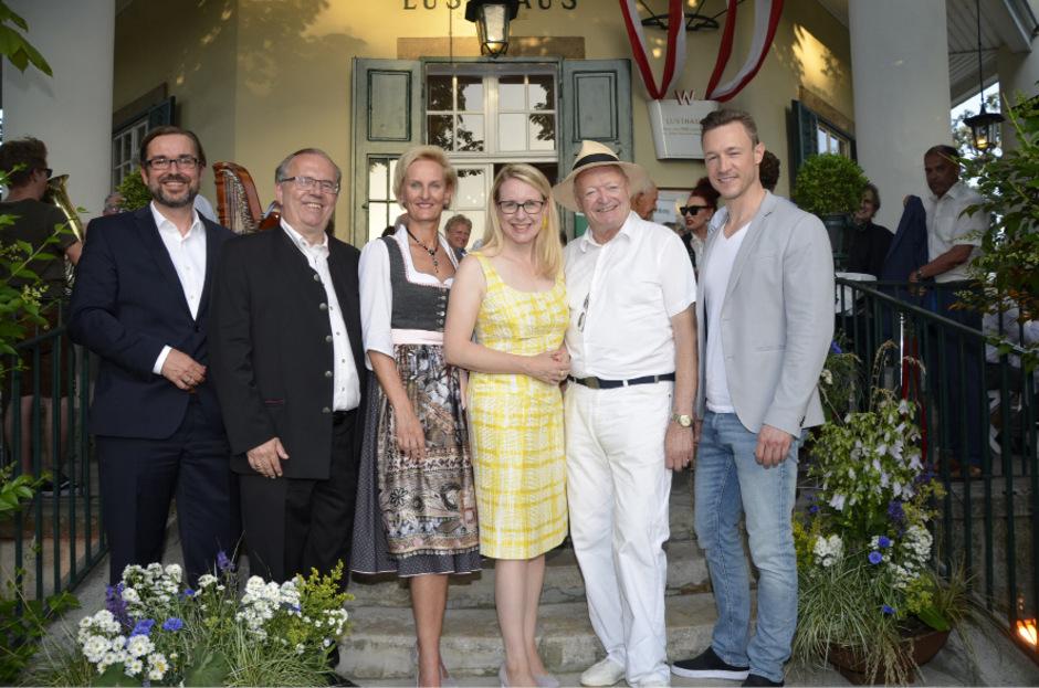 APA-Geschäftsführer Clemens Pig, Moser-Holding-CEO Hermann Petz, Moser-Holding-Vorstand Silvia Lieb, Ministerin a. D. Margarete Schramböck, Ex-NR-Präsident Andreas Kohl, Kanzleramtsminister a. D. Gernot Blümel (v.l.).
