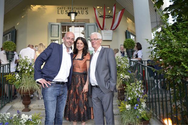 TT-Marketingchef Norbert Adlassnig mit Sonja Klima (Geschäftsführerin Spanische Hofreitschule) und FC-Wacker-Präsident Gerhard Stocker (r.).