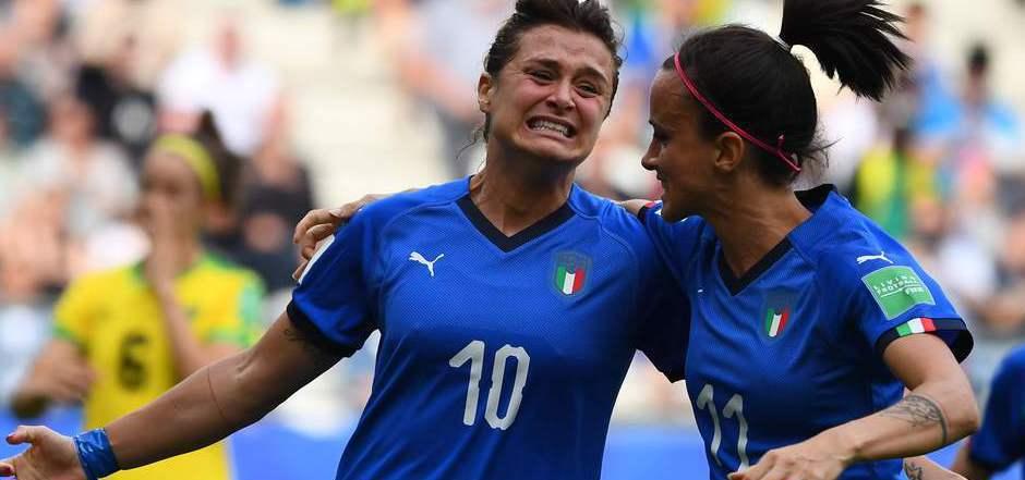 Glänzte mit einem Dreierpack: Cristiana Girelli (li.) mit Mittelfeldspielerin Barbara Bonansea.