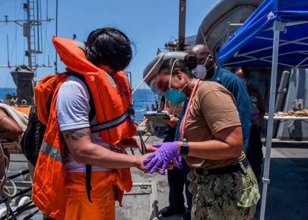 """Crew-Mitglieder der """"Kokuka Courageous"""" mussten medizinisch behandelt werden."""