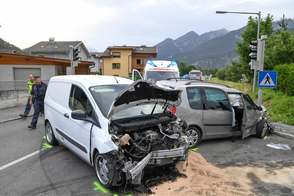 Die beteiligten Fahrzeuge wurdens schwer beschädigt.