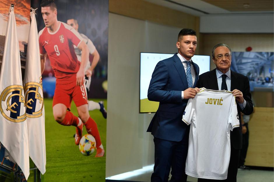Serbiens Starstürmer Luka Jovic wurde diese Woche bei Real Madrid als Neuzugang präsentiert. Kostenpunkt: rund 60 Millionen Euro.